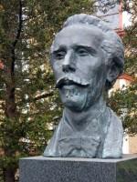 Karl-May-Büste des 1992 zum 150. Geburtstag eingeweihten Denkmals