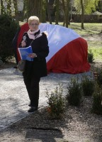Die Sadtteilverantwortliche für Messenthin, Frau Ewa Barecka, leitet die Zeremonie