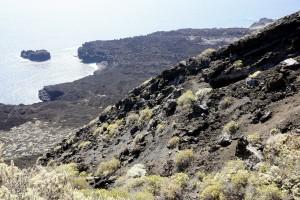 Hier oben geht es am mächtigen Barranco nicht weiter. Das Lavafeld da unten ist wegbar gemacht. Von dort unten werde ich die Welt nach oben betrachten.
